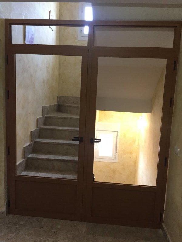 Aislamientos interiores mavero s l carpinter a y - Puertas para escaleras ...