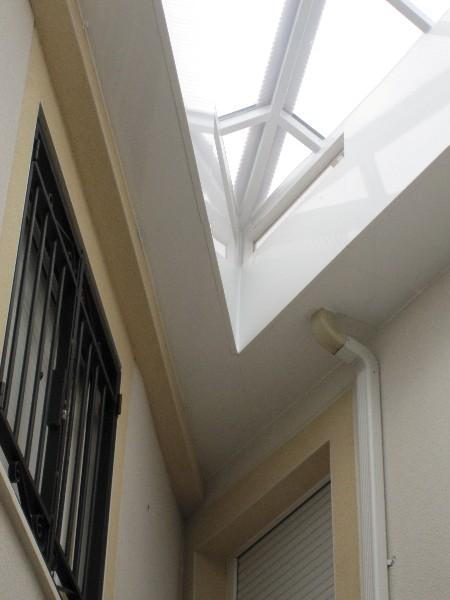 Casa en constructor ventana de plastico 1000 litros agua for Bidones de agua de 1000 litros