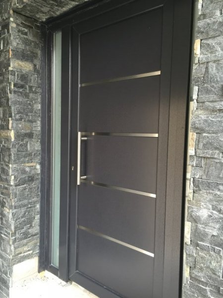 Puertas de calle pvc mavero s l carpinter a y for Puertas para calle modernas
