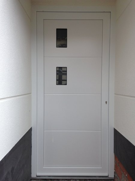 puerta de calle de pvc blanca panel ip v line