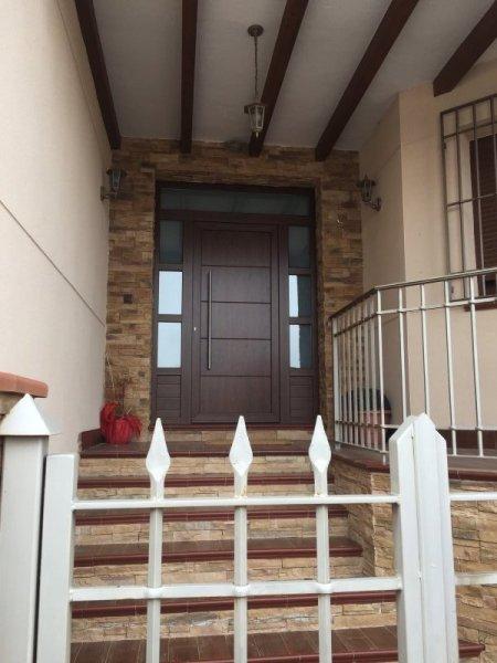 Puertas exteriores de pvc amazing puerta de pvc de for Precios puertas pvc exteriores