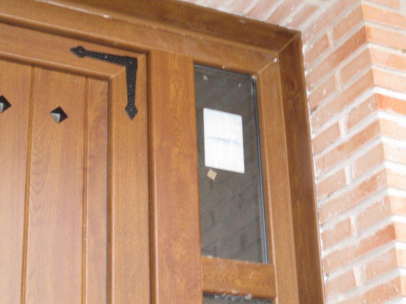 Puertas pvc exterior imitacion madera elegant puerta de for Puertas rusticas exterior aluminio precios