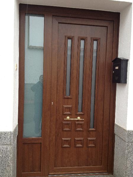 Puertas de calle pvc mavero s l carpinter a y for Paneles de aluminio para puertas