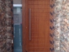 Puerta de calle PVC Roble dorado panel IP7 y fijo lateral