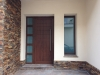 Puerta de calle PVC Nogal panel IP7 y fijo lateral