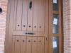 Puerta de calle PVC imitación madera panel IP3 CLAVOS