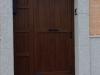 Puerta de calle PVC imitación madera panel IP3 y fijo lateral