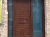 Puerta de calle PVC imitación madera panel IP7 con dos fijos laterales