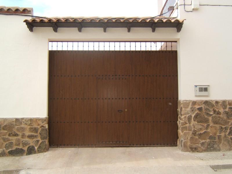 Puertas met licas con panel pvc mavero s l for Fabricar puerta corredera