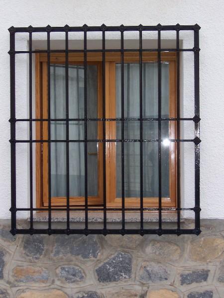 Puertas met licas y rejas mavero s l carpinter a y for Fotos puertas metalicas