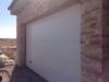 Puerta seccional multiacanalada blanca