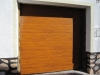 Puerta seccional multiacanalada instalada