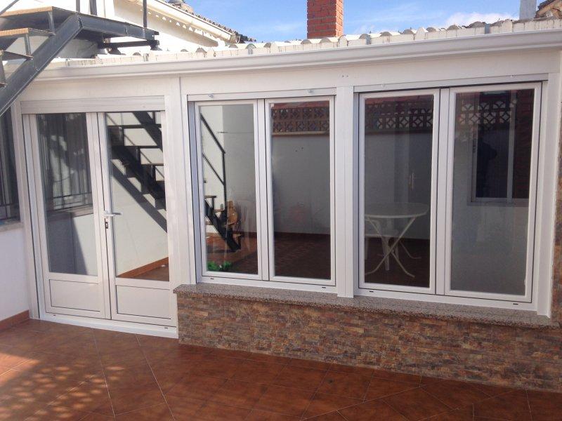 Ventanas balconeras y puertas de aluminio mavero s l for Ventanales elevables