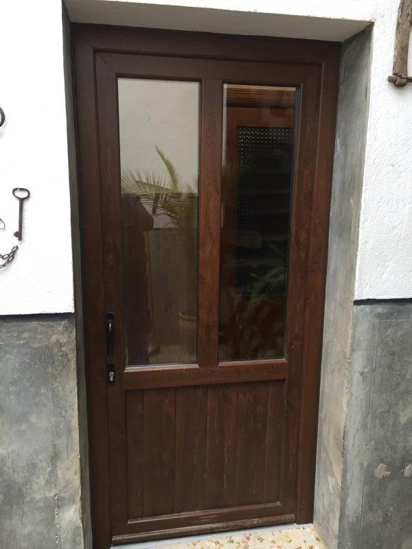Puertas color nogal perfect fabricacin e instalacin de for Puertas color pino